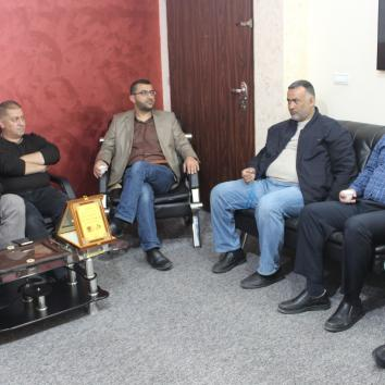 وفد من قيادة الأسرى بغزة يزور مكتب إعلام الأسرى