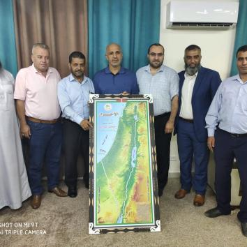 وفد من قيادة حركة الأحرار يزور مكتب إعلام الأسرى بغزة